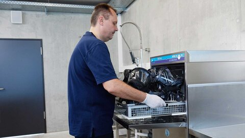 Remove disinfected equipment from M-iClean U